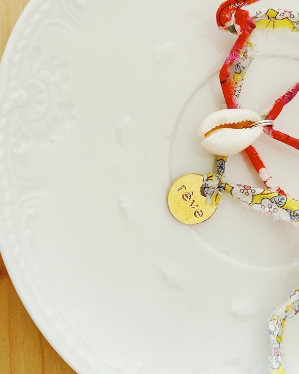 Bracelet porte bonheur en Liberty et coquillage