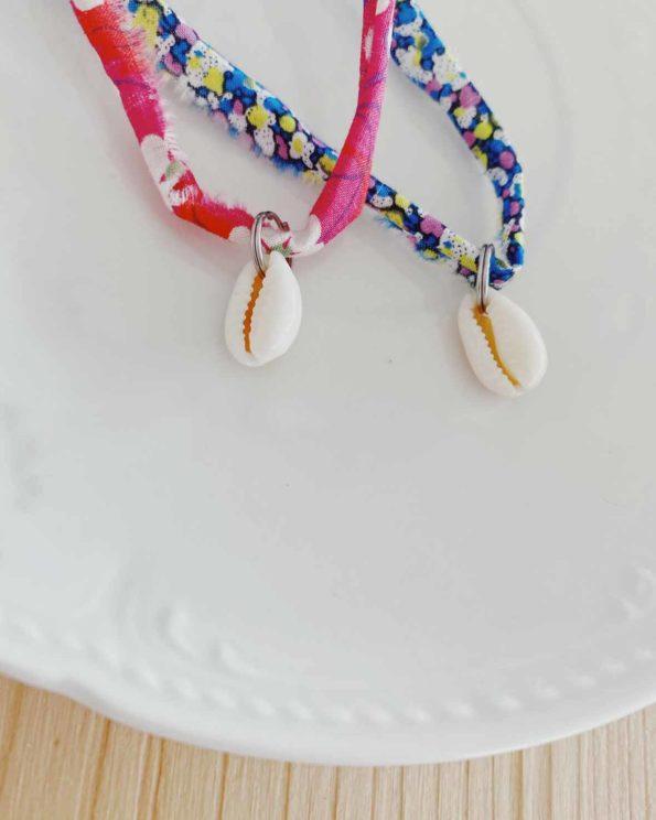 Bracelet porte bonheur en Liberty et coquillage grain de café