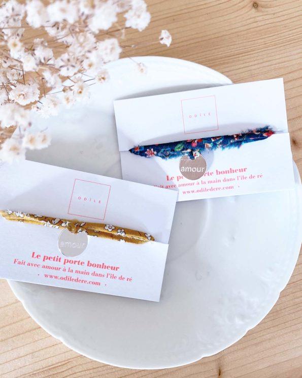 Bracelet porte bonheur en Liberty médaille amour argentée